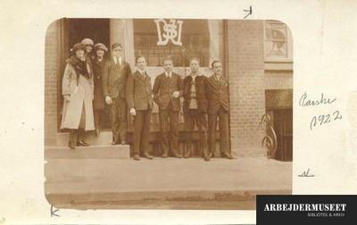 Amatørbillede taget uden for DsU's kontor i Århus i påsken 1922