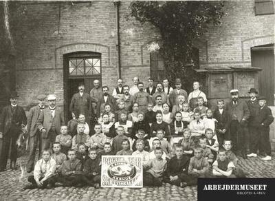 Image from object titled Arbejde i tobaksindustrien er i vid udstrækning børnearbejde