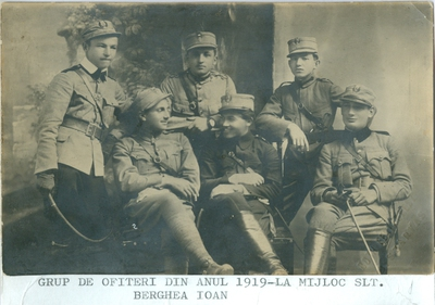 Image from object titled Grup de ofiteri in anul 1919