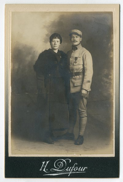 Image from object titled Louis Guyon et sa fiancée