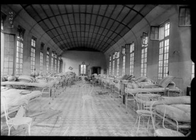Image from object titled Hôpital Claude Bernard [Paris, 19e arrondissement, dégâts dus aux bombardements] : [photographie de presse] / [Agence Rol]