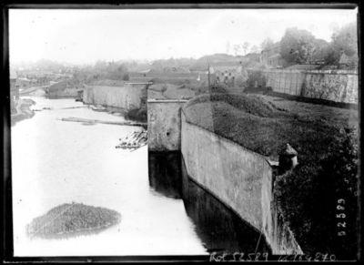 Image from object titled Metz, la Moselle et l'esplanade : [photographie de presse] / [Agence Rol]