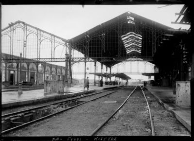 Image from object titled 25-6-19, St Quentin, la gare : [photographie de presse] / [Agence Rol]