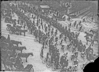 Image from object titled [Départ du] Tour de France [le 4 juillet] 1906 : [photographie de presse] / [Agence Rol]