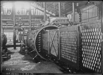 Image from object titled Fabrication de pavés de bois : [photographie de presse] / [Agence Rol]