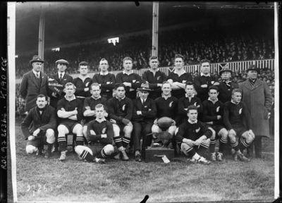 Image from object titled Swansea, 29/11/24, l'équipe de Nouvelle-Zélande [de] rugby : [photographie de presse] / [Agence Rol]