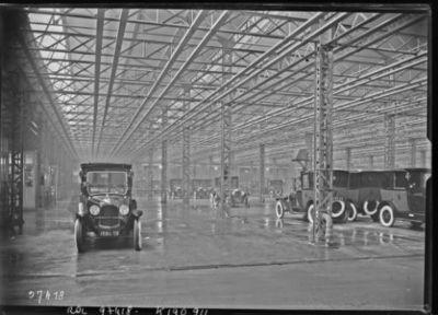 Image from object titled Garage Citroën : [photographie de presse] / [Agence Rol]
