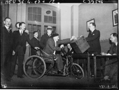 Image from object titled Elections législatives : vues prises dans diverses salles de vote : [photographie de presse] / Agence Meurisse
