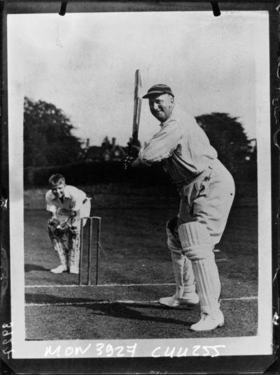 Image from object titled L'évêque de Fulham jouant au cricket : [photographie de presse] / Planet