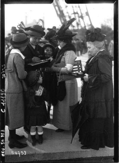 Image from object titled Le vote des femmes : section de vote au Champ de Mars : [photographie de presse] / Agence Meurisse