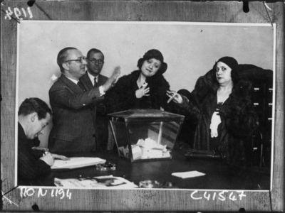 Image from object titled Le vote des femmes à Madrid : [photographie de presse] / Agence Mondial