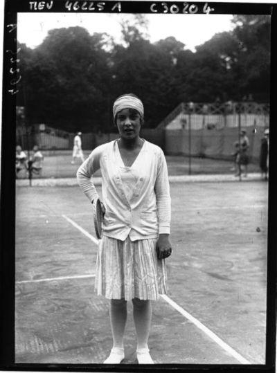 Image from object titled Saint-Cloud : championnats internationaux de France de tennis : Melle Aussem (portrait) : [photographie de presse] / Agence Meurisse