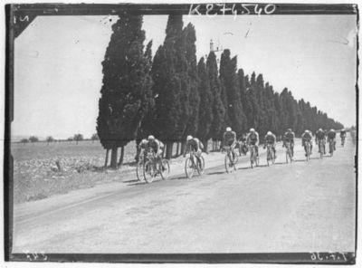 Image from object titled [Recueil. Tour de France cycliste de 1936. Journée du 22 juillet. 13e étape Marseille-Nîmes (le matin) et Nîmes-Montpellier, contre la montre (après-midi)] : [lot de photographies de presse] / [Agence Meurisse ?]