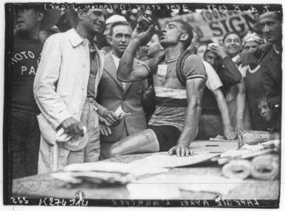Image from object titled [Recueil. Tour de France cycliste de 1937. Journée du 09 juillet. 9e étape Briançon-Digne] : [lot de photographies de presse] / [Agence Meurisse ?]