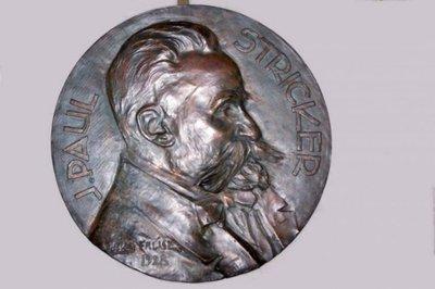Portret in brons van Stricker, J. Paul, Adm. Landbouwhogeschool ,1928