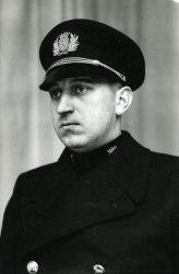 Image from object titled Jurjen Dreeuws (Noordbroek 1905-Oegstgeest 1984). Inspecteur van Politie te Leeuwarden van 1934 tot 1946. Dreeuws werd later tot commissaris van de gemeentepolitie Leiden           benoemd.;...