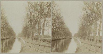 Koninginnegracht, gezien vanaf de Javabrug, gezien richting Laan Copes van Cattenburch. Rechts de Raamweg