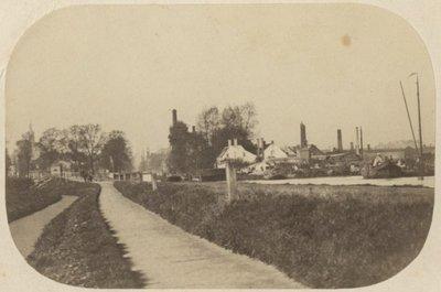 Trekweg bij het Rijswijkseplein, links van het midden de pletterij van Enthoven