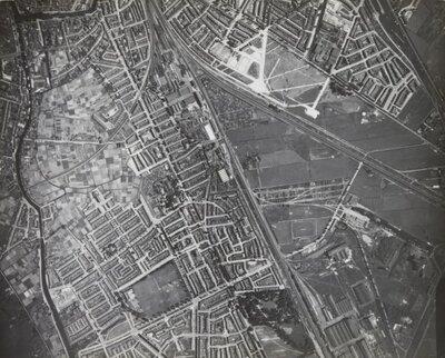 Luchtfoto van Utrecht.Rechts boven het Amsterdam-Rijnkanaal.De kronkelige rivier links is de Vecht met boven rechts de           Weerdsingel.