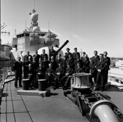Groepsfoto van de onderofficieren van Hr Ms Abraham Crijnssen (F816)