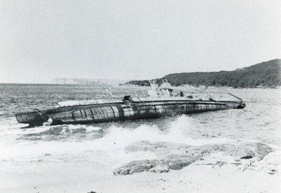 Onderzeeboot Hr.Ms. K XII (1925-1944), op de kust bij Fairlight