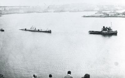 Onderzeeboot Hr.Ms. K XII (1925-1944), op sleeptouw naar Ryde