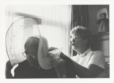 9 fotoportretten van vrouwen in arbeidssituaties Vrouwenwerk. Fotoportretten. <br> Tentoonstelling in De Vest in Alkmaar van 19 november tot en met 19 december 1999.           <br> Ulay; NL-HlmNHA_559_004016_M; Provinciale...