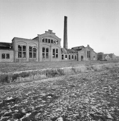 Image from object titled Gedeelte gevels met fabrieksschoorsteen