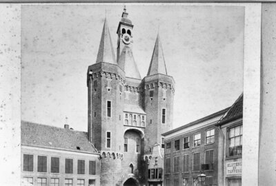 Image from object titled Sassenpoort, aanzicht