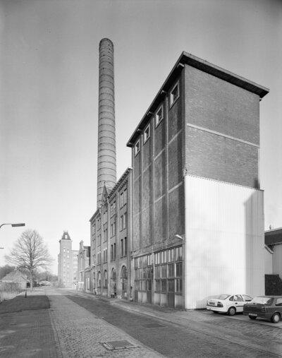 Image from object titled Overzicht fabrieksgebouw met schoorsteen