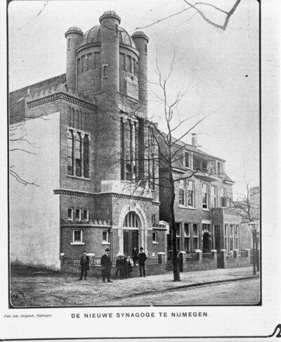 Image from object titled Voorgevel van de voormalige synagoge te Nijmegen, reproductie