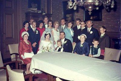 In de r.k. Johannes de Doperkerk (Havenkerk) aan de Lange Haven 72 wordt op 28 mei 1964 het kerkelijk huwelijk voltrokken tussen M.A.A.van der Moezel en C.C. Ruts. Na afloop           wordt in de grote zaal van de pastorie...