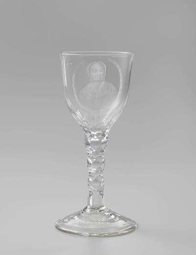 Kelkglas met een portret van Agatha Deken
