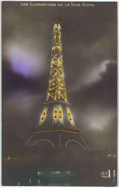 Image from object titled Eiffeltoren bij nacht met het woord 'Citroën' in de verlichte letters; Les Illuminations de la Tour Eiffel