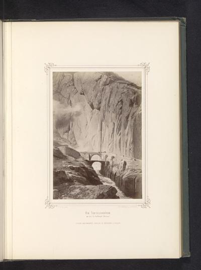 Image from object titled Fotoreproductie van een schilderij van de Teufelsbrücke in de Schöllenenschlucht; Die Teufelsbrücke an der St. Gotthard-Strasse