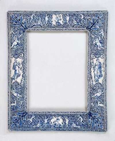 Spiegellijst, beschilderd met vier allegorische vrouwenfiguren