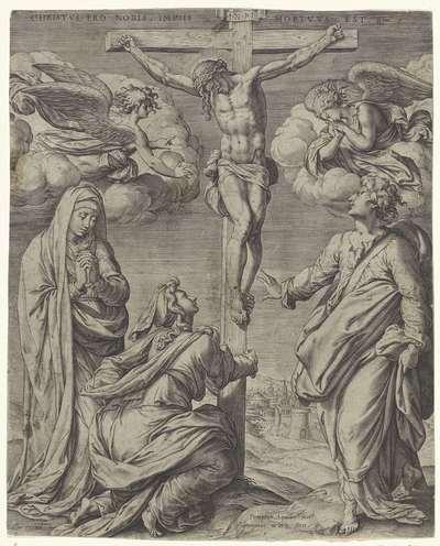 Christus aan het kruis, geflankeerd door twee engelen