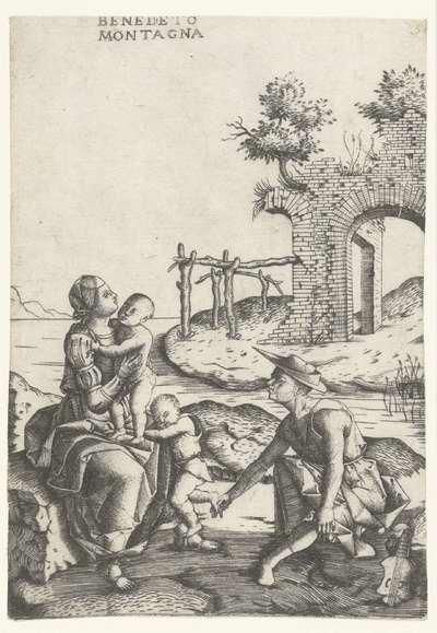 Familie zit aan waterkant vlakbij ruïne