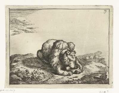 Liggende beer, van voren, beide poten om een kom; Beren