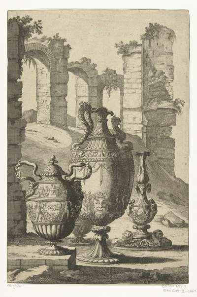 Drie vazen en een kandelaar; Materiem superabat opus; Vazen en kandelaars