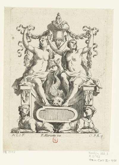 Twee naakte vrouwen zittend op voetstuk