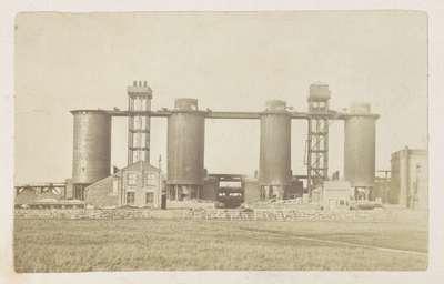 Image from object titled Hoogovens voor staalproductie op het fabrieksterrein van Bolckow, Vaughan & Co., Ltd in Middlesbrough