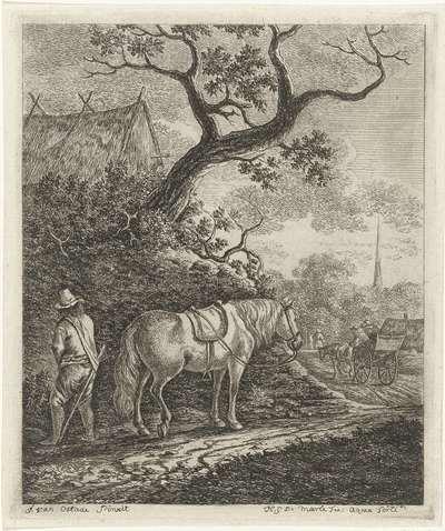 Paard op landweg met waterende man