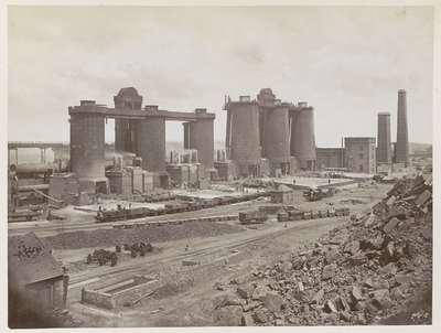 Image from object titled Fabrieksterrein van Bolckow, Vaughan & Co., Ltd in Middlesbrough: hoogovens voor staalproductie; Middlesboro