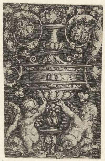 Ornament met twee putti op dolfijnen onder een vaas