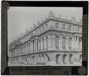 Versailles. Château de Versailles; Exterier: Gevel van de tuinzijde, detail