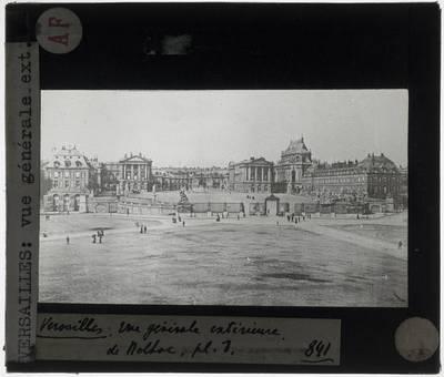 Versailles. Château de Versailles; Exterieur: Algemeen zicht op de voorgevel