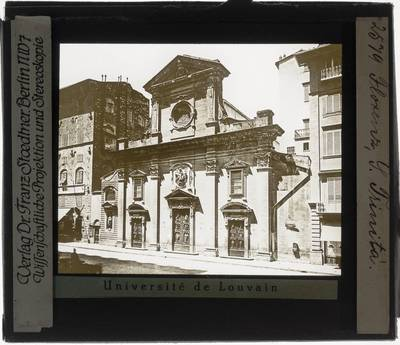 Firenze. Basilica di Santa Trinita; Exterieur: Voorgevel