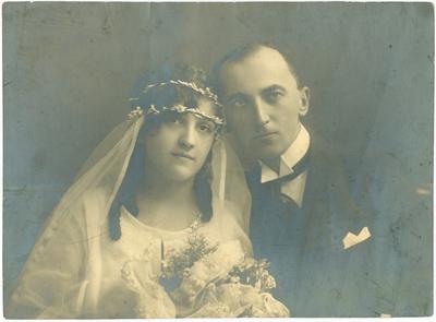 Image from object titled Juhász Géza és felesége esküvői képe