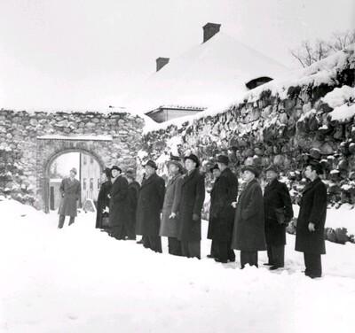 Schnell guidar på Nyköpingshus år 1950